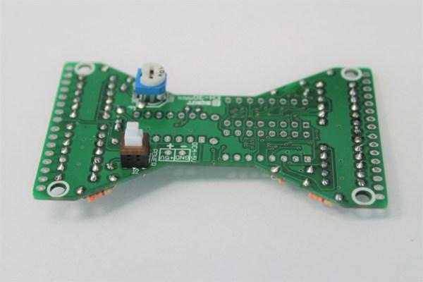 Zamontowany przycisk zasilający