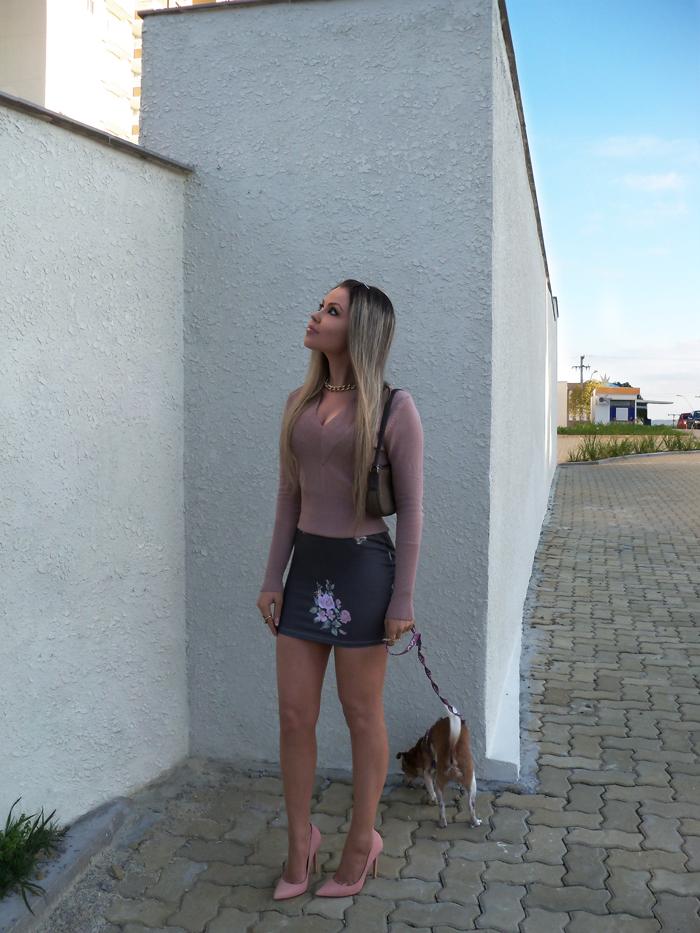 sininhu-sylvia-santini-meu-look-blog-got-sin-moda-saia-chris-evert-estampa-floral-flores-girlie-lupi-cachorro-32