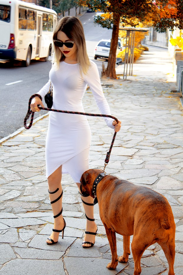 sininhu-sylvia-santini-meu-look-minimalista-vestido-branco-white-dress-body-conscious-sandalia-schutz-chanel-blog-got-sin-22