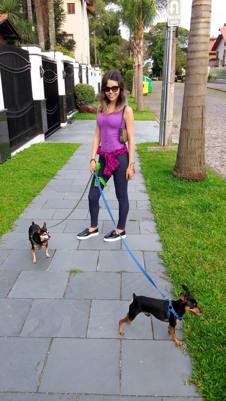 sininhu sylvia santini meu look caminhada blog got sin moda camisa xadrez amarrada regata legging cachoros pinscher cães 03
