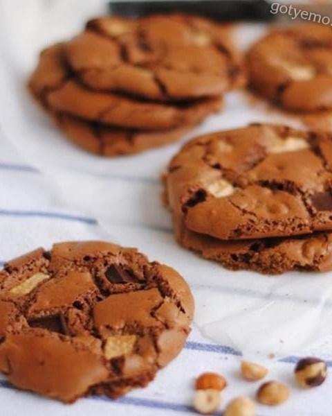Шоколадне печиво з фундуком