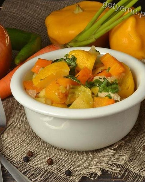 рецепт овочевого рагу з куркою і патисонами
