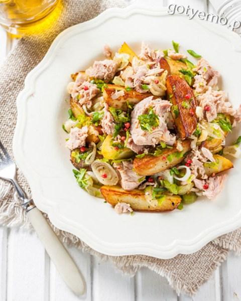 Салат з картоплею і тунцем