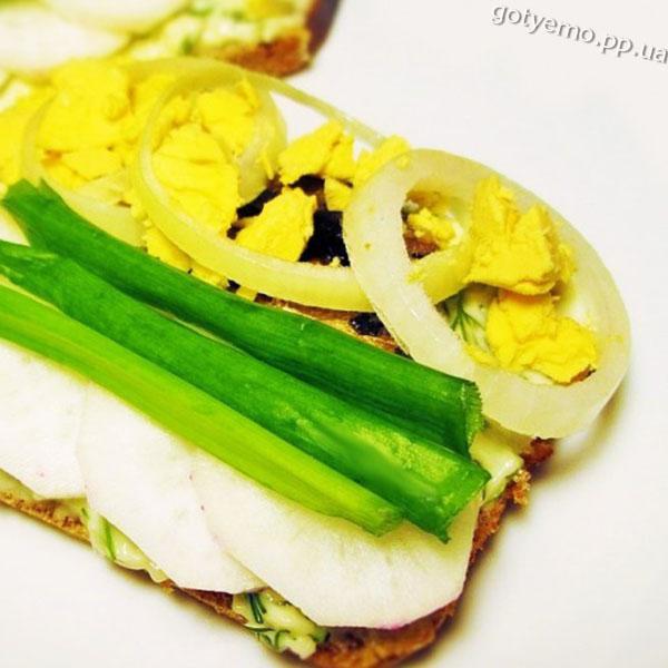 бутерброди зі шпротами по-норвежськи
