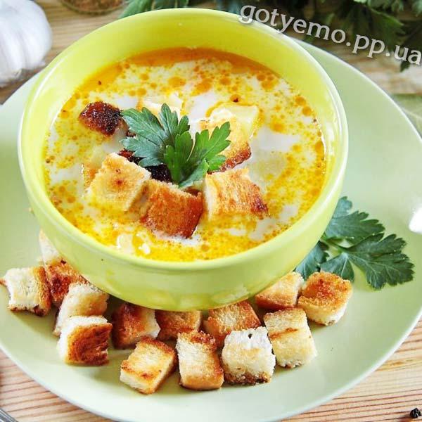 Суп з куркою, рисом і плавленим сиром