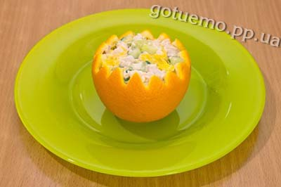салат з курячого філе в апельсині