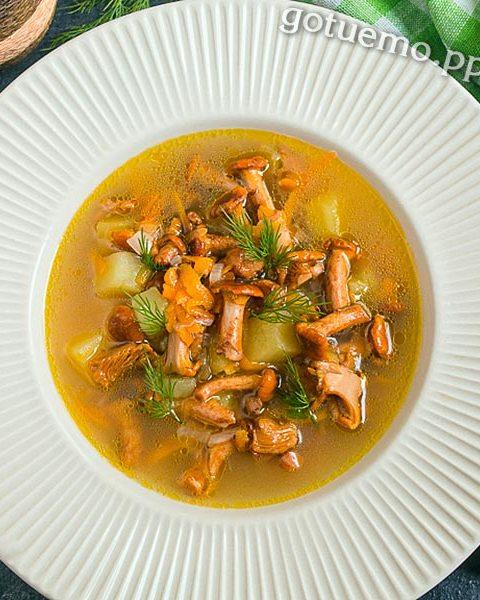суп з лисичками