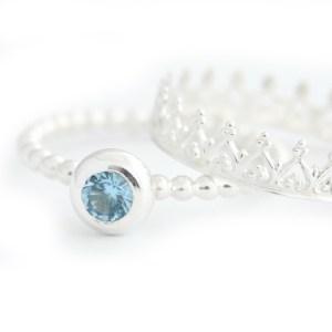 zilveren ring met geboortesteen en kroon ring