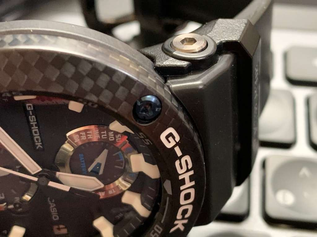 Casio G-Shock GWR-B1000 Gravitymaster: caja y botones