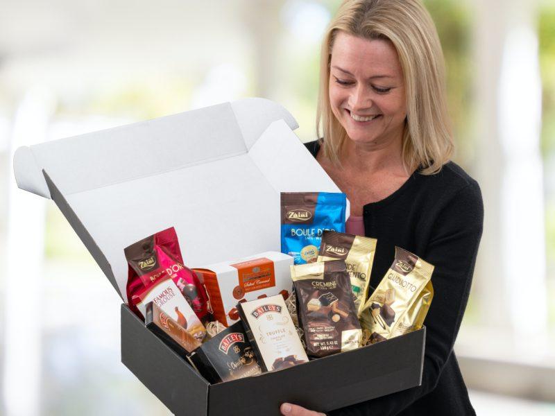 Gavepakke fylt med sjokolade