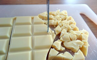 Réalisation de pépites de chocolat blanc maison