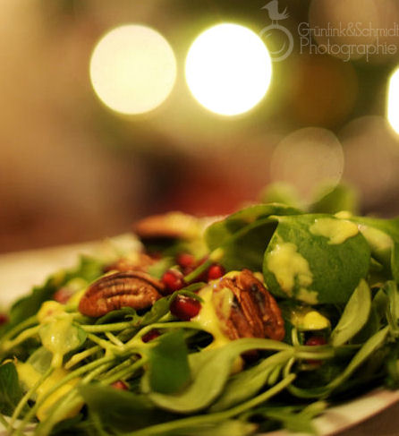 Salad Greens with Pecans and Mango Dressingkl