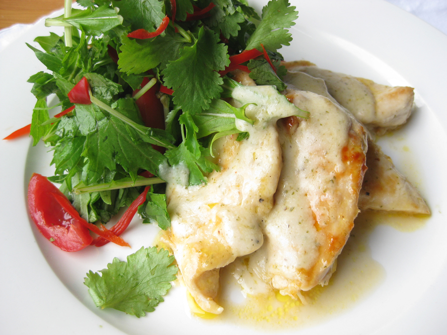 Pan-fried Chicken in Creamy Garlic Sauce