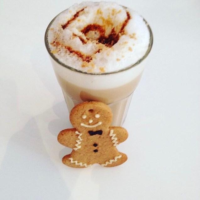 gingerbread latte tipo Starbucks preparado en casa