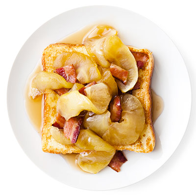 Breakfast with apples and bacon