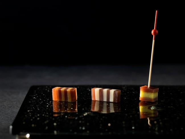 虎屋「小倉羊羹 夜の梅」アレンジメニュー 左からフォアグラ、ホワイトチョコレート、アボカド