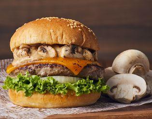 <フレッシュネスバーガー>秋限定! とろ~りチーズと濃厚ポルチーニソースのメチャうまバーガー! 「クラシックマッシュルームチーズバーガー」期間限定発売