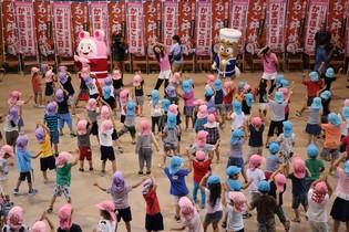 島根県の幼稚園・保育園児300人が かまぼこ体操とクイズで楽しく食育! かまぼこの普及啓発と健康促進を目的にイベント開催