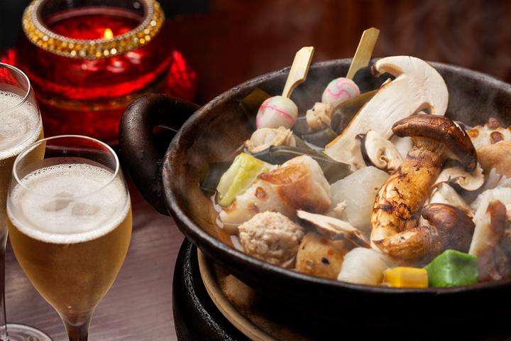 秋の味覚を味わい尽くそう。黄金色のだしで炊き上げた「松茸おでん」新発売。