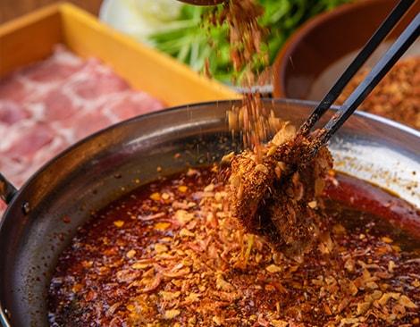今年見逃せないブーム鍋『しびれ鍋』が続々登場!! 担々麺や麻婆で2018年最も注目された食材「花椒(ホワジャオ)」を使ったこれまでにない新しい「爽やかにしびれる辛さ」の鍋