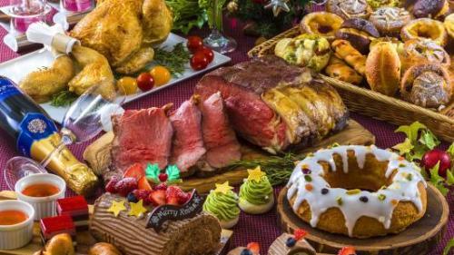 サンルートプラザ東京、クリスマスをテーマにした『クリスマス・バイキング』開催。ローストビーフやローストチキンなどを目の前で切り分け