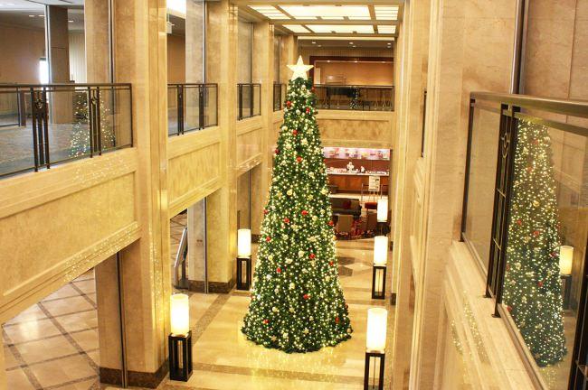 【ホテル日航奈良】初お目見え!ロビーにそびえる高さ6メートルの新クリスマスツリー