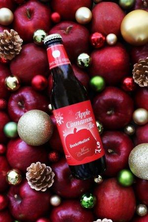 サンクトガーレン、焼りんごビール「アップルシナモンエール」のクリスマス限定ラベルを11月20日(火)発売。ホットビールにしても楽しめる甘くスパイシーな味わい