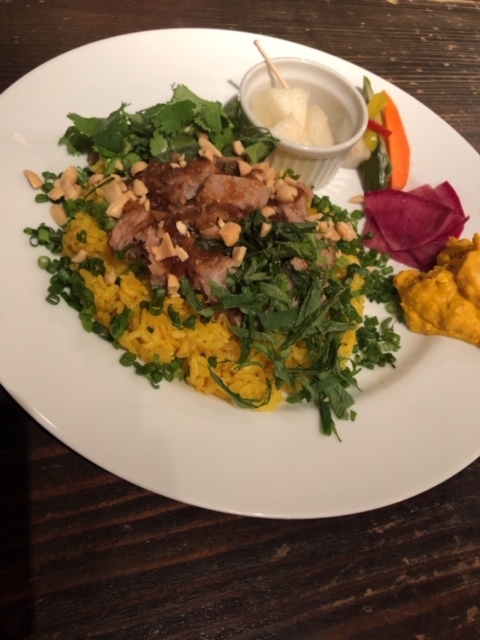 恵比寿のランチ専門店「Rice to meat you(ライストゥミートユー)」が、11月1日にパクチーが特徴の新メニュー「ローストポークライス」の提供を開始!