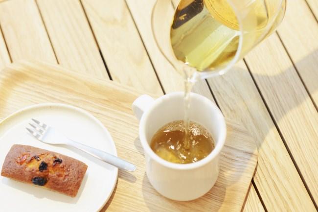 韓国茶(柿の葉茶、グアバ茶、よもぎ茶) 各¥700(税抜)  パウンドケーキ(イチジク、ピーチ、 フルーツミックス) 各¥350(税抜)