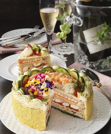 【リーガロイヤルホテル(大阪)】春のお祝いにぴったりなデコレーションケーキのようなピラフ「ピラフ・アニバーサリー」