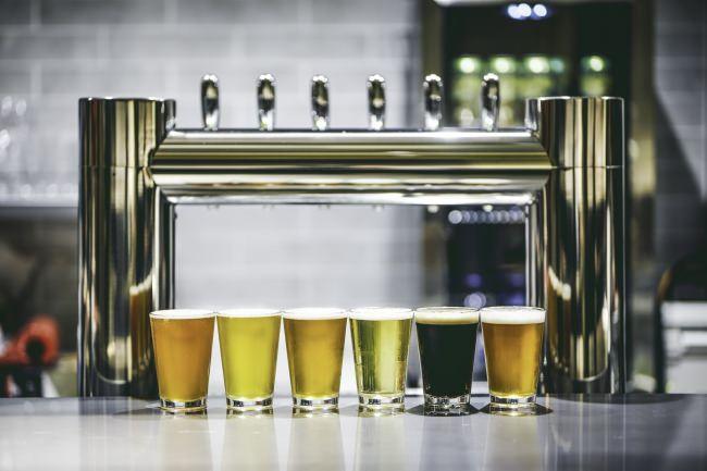 新宿・歌舞伎町に《クラフトビール× ソーセージ× 音楽》を楽しめる大人のためのダイニングバー「麦ノ音」がOP E N !