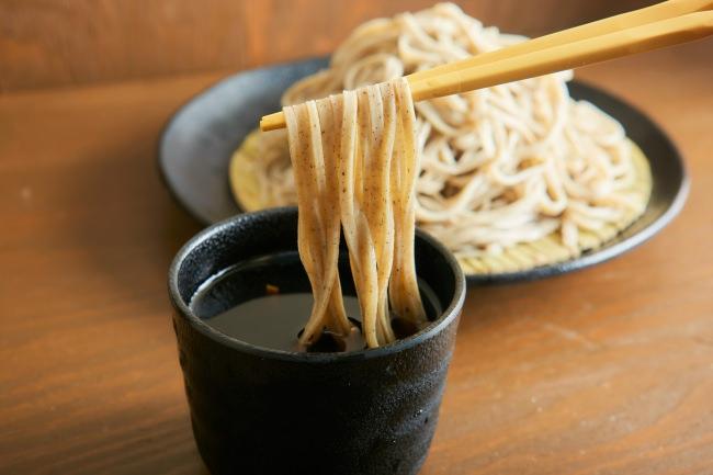 【日本初!定額制で十割蕎麦が食べ放題!】名物の「つけ蕎麦」や「カレー南蛮蕎麦」など全12種類から選べる本格十割蕎麦のお得なプランを『天下そば 人形町店』が導入いたします。