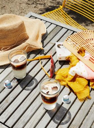 陽光溢れる夏のオーストラリアからインスピレーションを受けた2種のアイスコーヒー「ロングブラック・オーバー・アイス」、「フラットホワイト・オーバー・アイス」2019年6月4日(火)発売