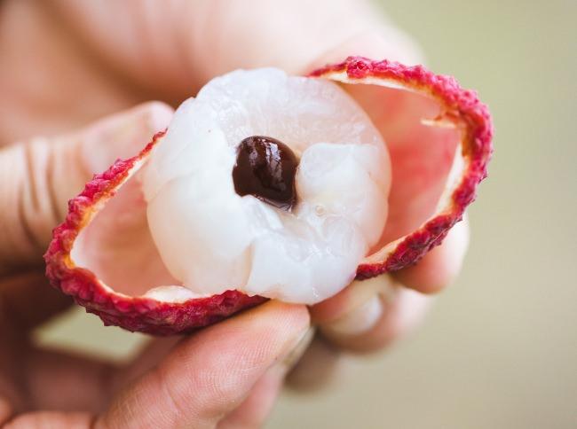 手に取り、皮をむいて食べ終わるまで、手触りから食感、香りなど特別な体験が1粒でたくさん味わえるのが国産ライチの魅力です。