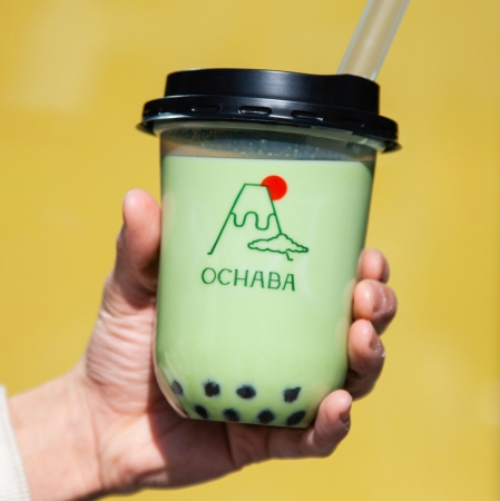 関西初上陸!東京で大行列の「日本茶ミルクティー専門店OCHABA」が大阪なんばシティにオープン!底にあるのはなんとわらび餅!伝統だけではつまらない。日本茶の新しい魅力がここにあります。