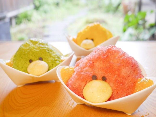 人気の「ふわふわかき氷」(桃・いちご・抹茶など7種)500
