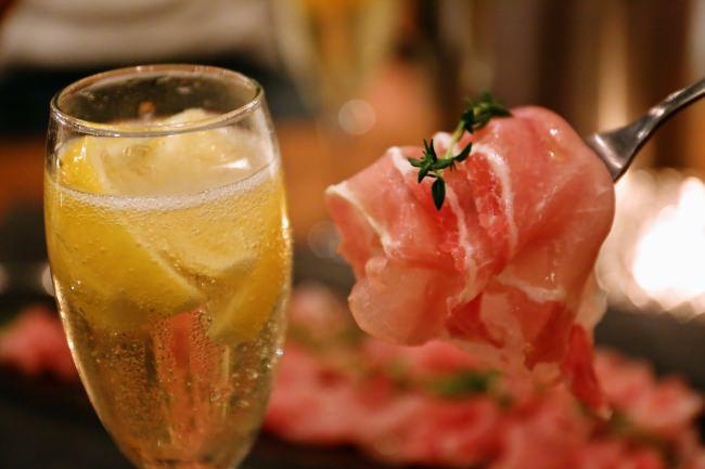 【令和もやります】あの好評企画が復活!生ハム+凍結フルーツ入りスパークリングワインが1時間1,500円で食べ飲み放題