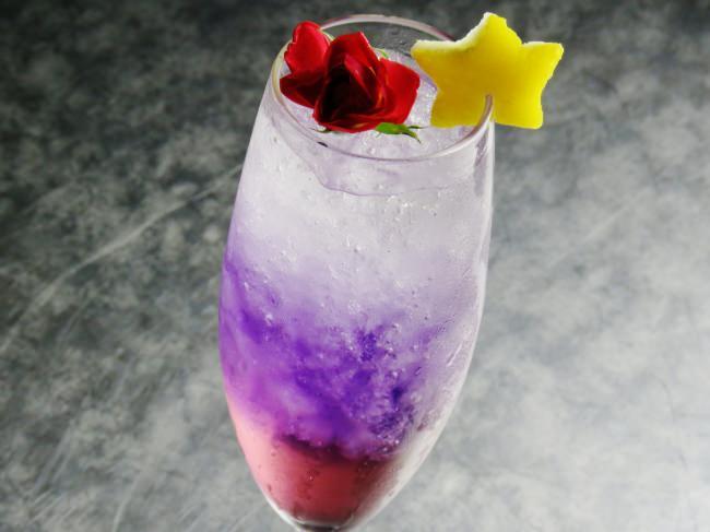 ふたご座の神話より「セントエルモの火」をイメージした紫色のソーダ