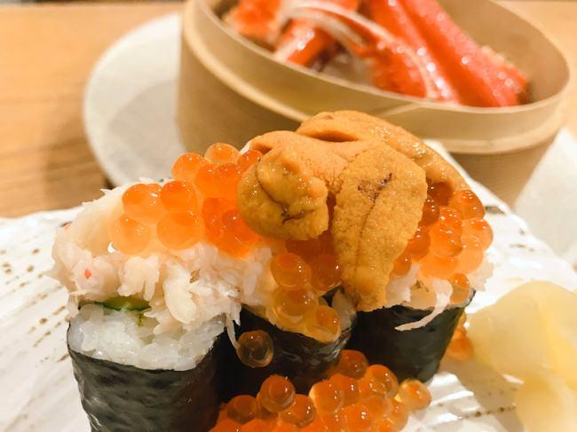 【北の家族 有楽町本店・裏メニュー】「たらば蟹とずわい蟹のせいろ蒸し」を注文した時だけ食べられる裏メニューの「蟹といくらとウニのこぼれ寿司」 登場!