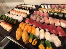 驚愕コスパ!3900円税込で「寿司食べ放題&日本酒飲み放題」五反田SAKEおかわり