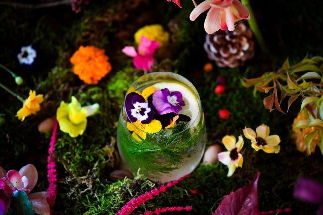 秋のグルメシーズンに、五感で楽しむお花のカクテルITALIAN RESTAURANT & BAR「GOHAN」にて期間限定販売!池袋店では体験型アートイベント「おいしい花畑」を実施!