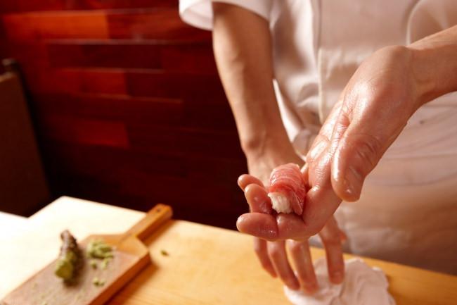 経験を積んだ寿司職人が握ります。