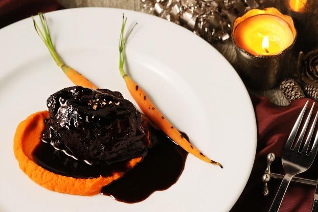 牛ホホ肉の赤ワイン煮とキャロットピューレ