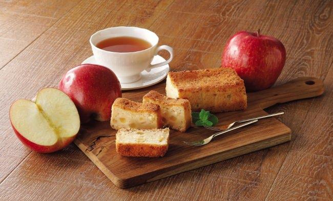 入荷後すぐに売り切れ!?クイーンズ伊勢丹の人気商品 ベイクドケーキ第2弾がついに登場!シャキシャキ国産りんごと濃厚なクリームチーズがベストマッチ! 「りんごとチーズのベイクドケーキ」
