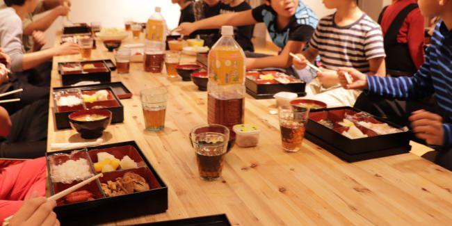 子どもたちに安全で豊かな食卓を!  プレミアムウォーター株式会社 「こども食堂」に自社収穫の米 350kg(約 5,400 食分※)寄贈