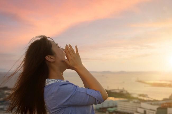 大阪湾に沈む夕日に想いを叫ぶ