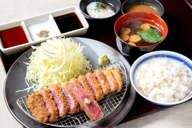 元祖赤「牛ロースカツ膳」:1380円(+税)