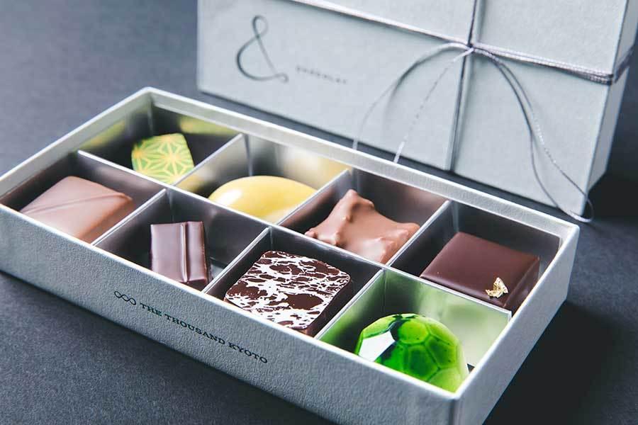 """【 THE THOUSAND KYOTO 】(ザ・サウザンド キョウト) """"THE THOUSAND Chocolate Box""""登場! 初のテイクアウトスイーツ  8種類の味わいが楽しめる、ホテルメイドの ボンボンショコラ・アソート  「TEA&BAR」で販売スタート"""
