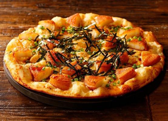 シェーキーズ 冬のバイキングメニュー 1月の月替わりピザは 初登場!モチモチとサクサク同時に楽しめる「いも餅のピザ」