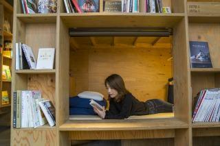 ワクワク本と一緒に眠る、カプセルタイプのお部屋。 ¥2800-